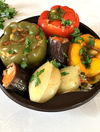 Middle Eastern vegetarian dolma