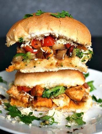 Chicken sliders with broccoli and red peppers