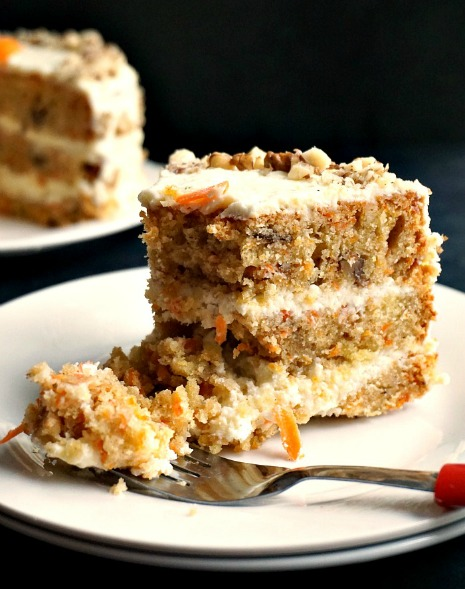 Carrot cake with walnuts and cream cheese icing