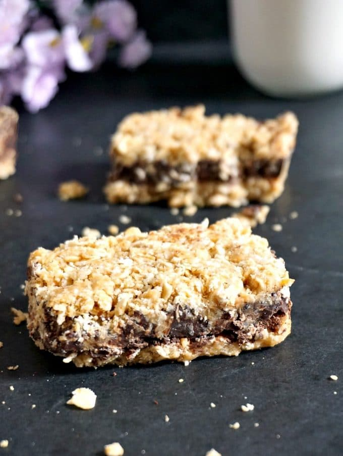 2 no-bake chocolate oat bars