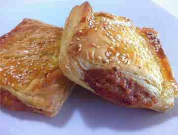 Puff pastry Parcels with caramelised Apples and pork Sausages-3