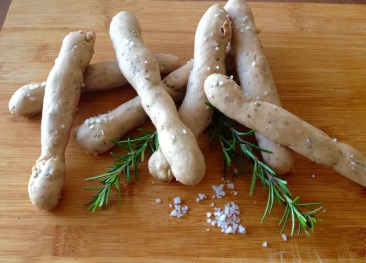 breadsticks met walnoot en rozemarijn