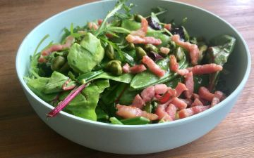 salade met avocado, spek en peultje