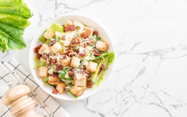 Geschiedenis van beroemde gerechten #7: Waldorf salade en Caesar salad