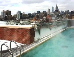 Spektakulär: der Pool im Hotel Indigo mit Ausblick aufs Empire State Building