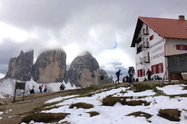 Highlight in Südtirol: Von der Dreizinnenhütte hast du die Felsen immer im Blick
