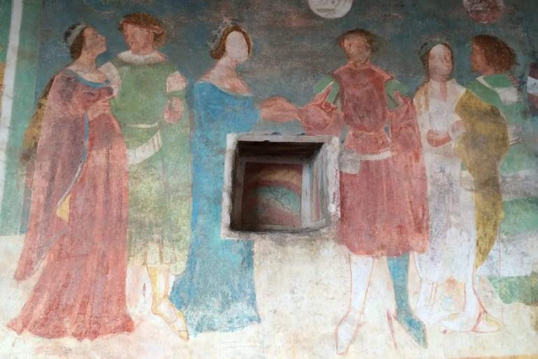 Die Fresken auf Schloss Runkelstein erzählen alte Heldensagen