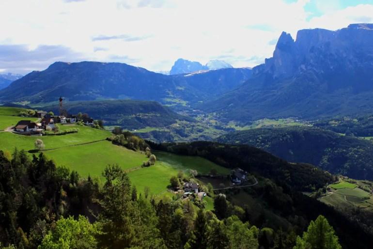 Postkartenmotiv: Ausblick auf die Berge des Schlern