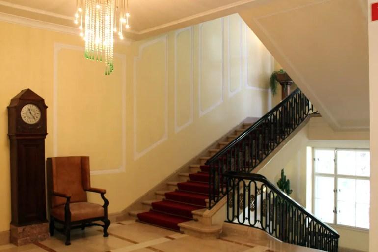 Auch das Treppenhaus versprüht weiter den Charme der Jahrhundertwende