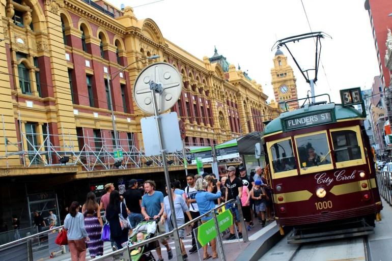 Mit der City Circle Tram kannst du in Melbourne kostenlos um die Innenstadt fahren