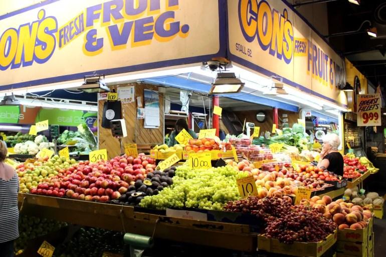 Hier stapeln sich das frische Obst und Gemüse