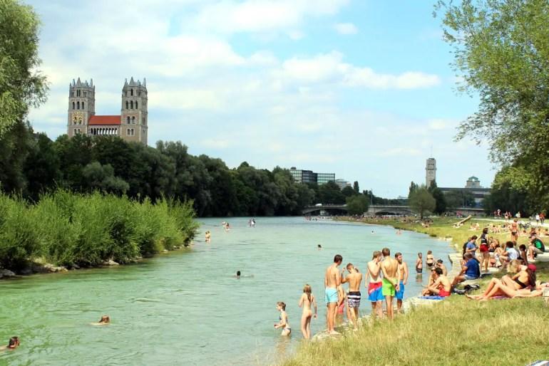 Der Gebirgsbach als Freibad: die Isar südlich der Reichenbachbrücke