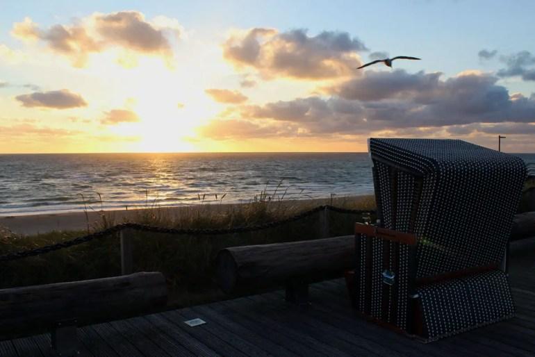 Perfekt für einen Sundowner: die Strandkörbe in Wenningstedt