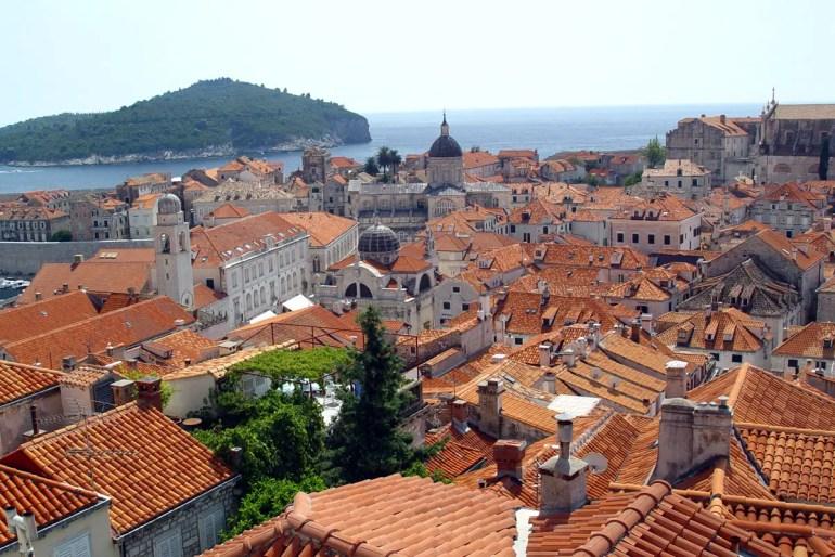 das mittelalterliche Häusermeer von Dubrovnik mit seinen roten Ziegeldächern
