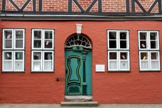 Fachwerk und hübsche Türen: davon gibt es einige in der Lüneburger Altstadt