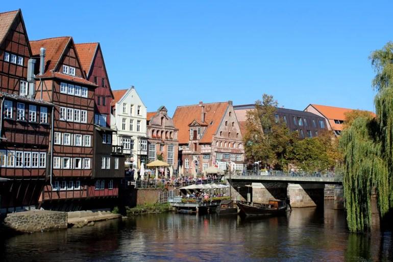 Malerisches Lüneburg: die Ilmenau am Alten Hafen