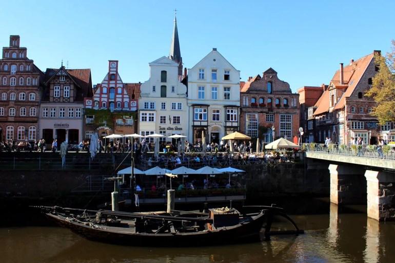 Am Alten Hafen und entlang der Ilmenau ist Lüneburg besonders malerisch