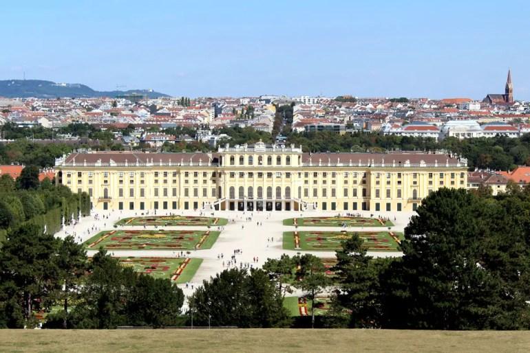 Vom oberen Teil des Parks bieten sich schöne Ausblicke über Schloss Schönbrunn und die Stadt