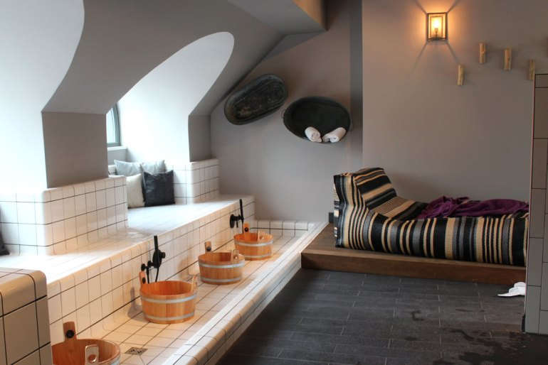 Entspannung unterm Dach: die Sauna im 25hours The Royal Bavarian