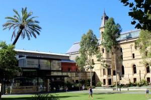 Im South Australien Museum erhältst du auch Einblicke in die Kunst der Aborigines