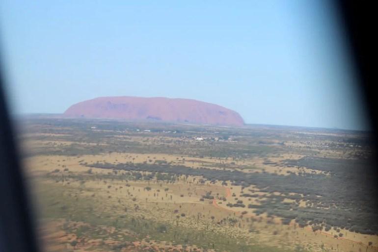Heiligtum mitten im Outback: ein erster Blick auf den Uluru aus dem Flieger