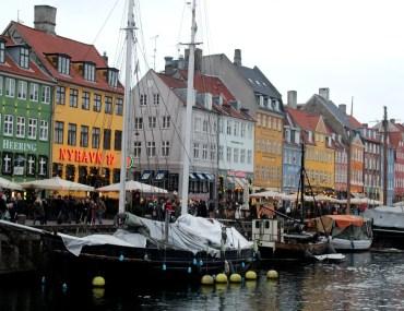 Bunter Besuchermagnet: Kopenhagens Hafenpromenade Nyhavn