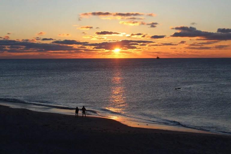 Ein Traum auch im Winter: Sonnenuntergang am Strand