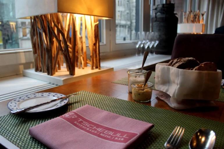 Gemütliche Atmosphäre mitten in Hamburgs City bietet das Tschebull im Levantehaus