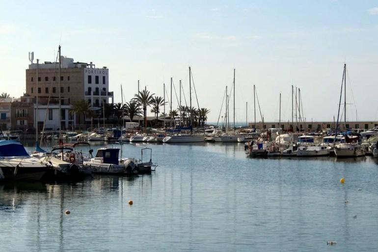 Der Yachthafen von Portixol bietet Urlaubsfeeling am Stadtrand von Palma