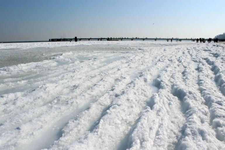 Der Frost verwandelt die Ostsee im Winter in ein Meer aus Eis und Schnee