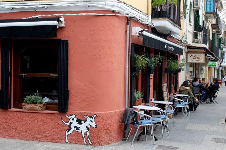 Rund um den Markt im Szeneviertel Santa Catalina gibt's viele Bars, Cafés und Restaurants