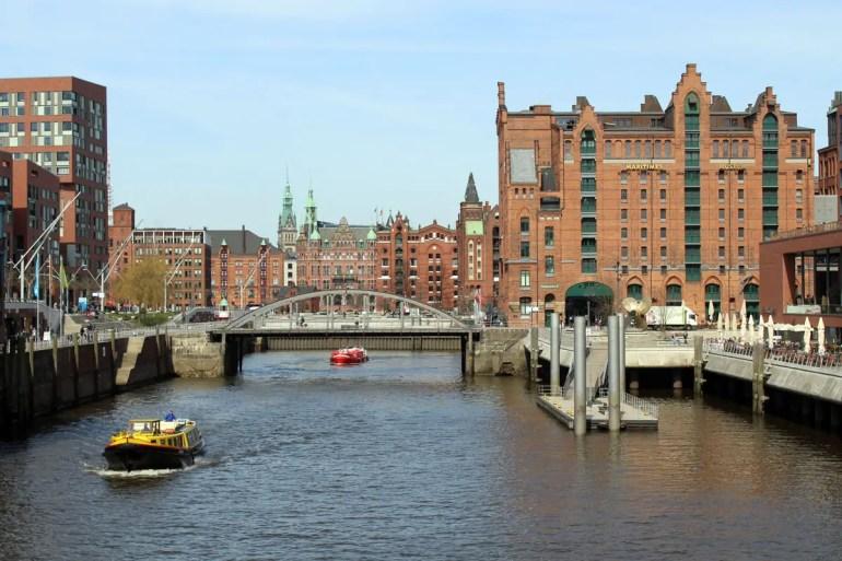 Das 25hours Hotel Hafencity liegt direkt am Magdeburger Hafen