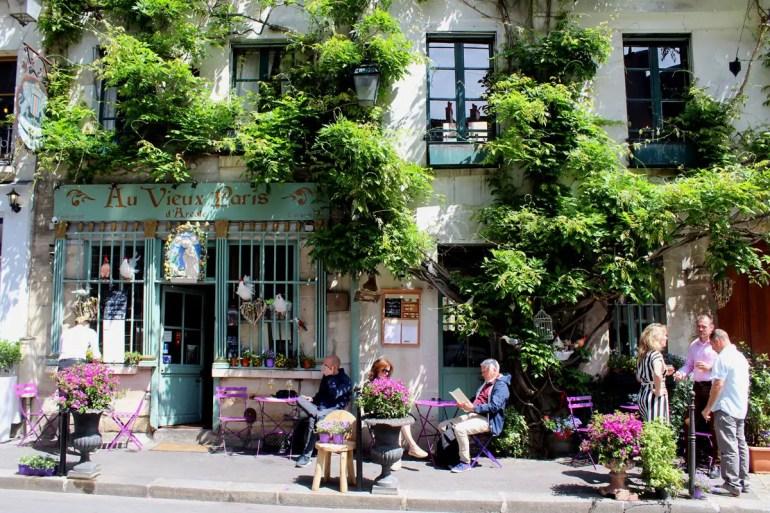 Das Au Vieux Paris ist ein hübsches Café in der Nähe von Notre Dame