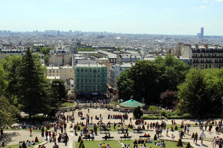Von den Stufen vor der Sacre Coeur hast du einen fantastischen Blick über die Stadt