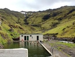 Wunderschön gelegen ist das ehemalige Schwimmbad Seljavallalaug