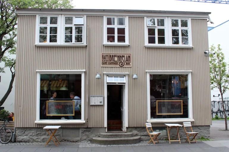 Die Isländer lieben Kaffee, so dass du auch in Reykjavík zahlreiche Cafés findest