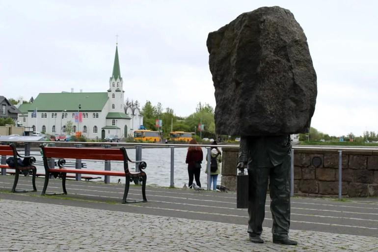 Die Isländer mögen Kunst in Form von Statuen, diese gilt dem Unbekanntenn Bürokraten