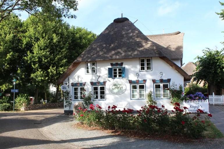 In Niemblum residiert selbst der Metzger im alten Friesenhaus
