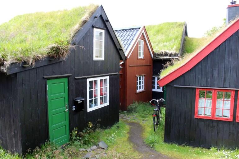 Pittoresk: ein Spaziergang über die Halbinsel Tinganes in Tósrhavn