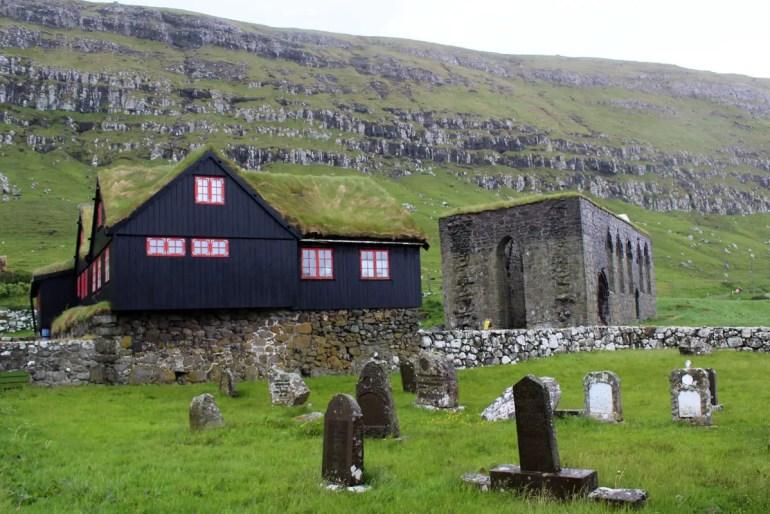 Kirkjubøur ist das alte religiöse Zentrum der Färöer