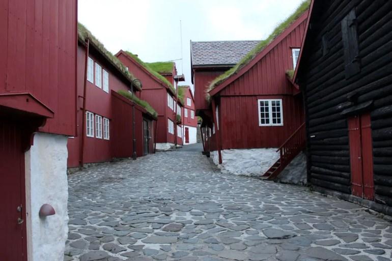 Auf der Halbinsel Tiganes in Tórshavn befindet sich der historische Regierungskomplex