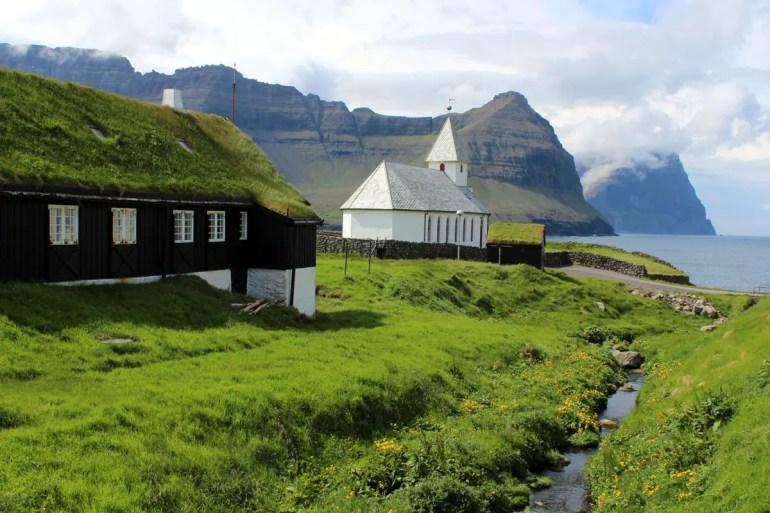 Von der Kirche in Viðareiði bietet sich ein toller Blick Richtung Bordoy und Kunoy