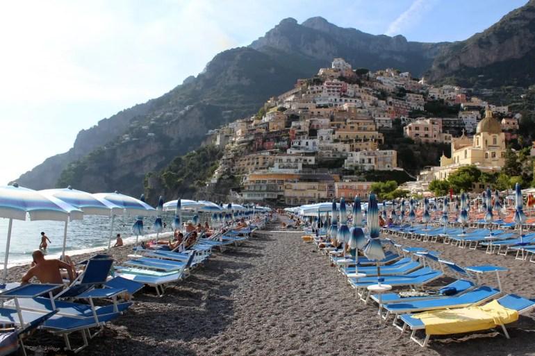Besonders beliebt: der Strand von Positano