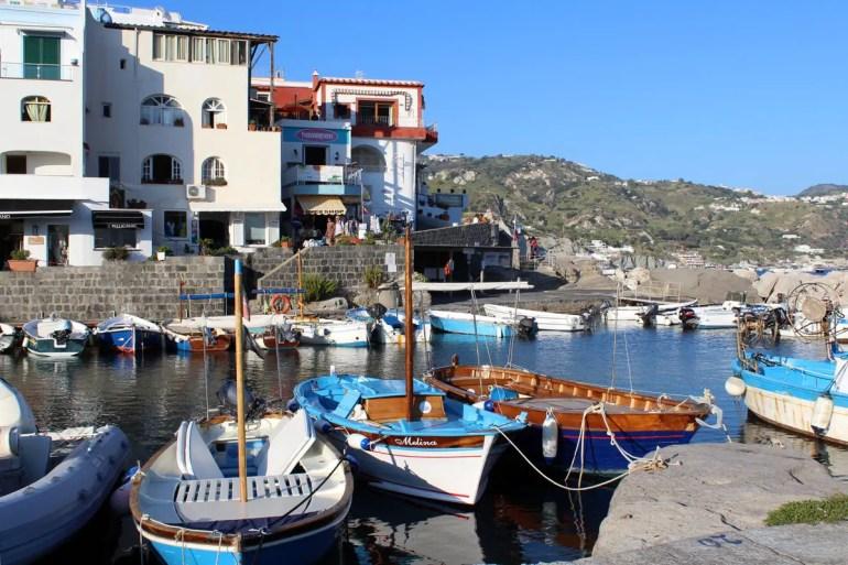 Auch im Hafen von Sant'Angelo liegen noch zahlreiche Fischerboote