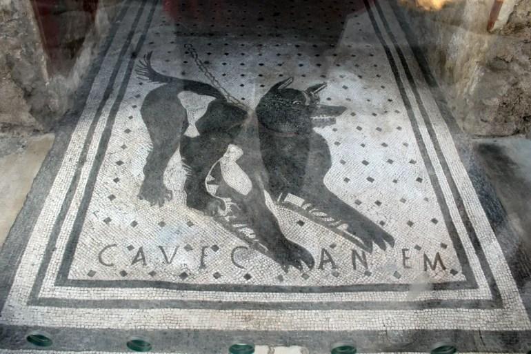 Frisch restauriert: die Warnung vor dem bissigen Hund - Cave Canem