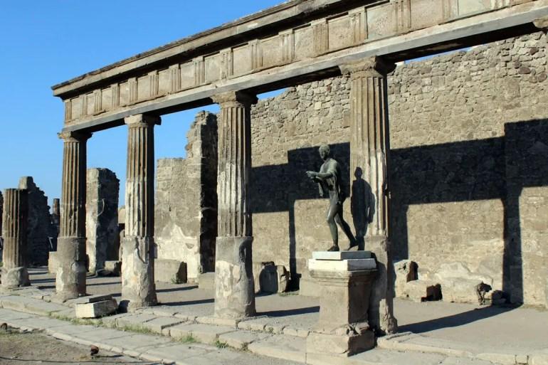 Die Apollo Statue im Tempel von Apollo