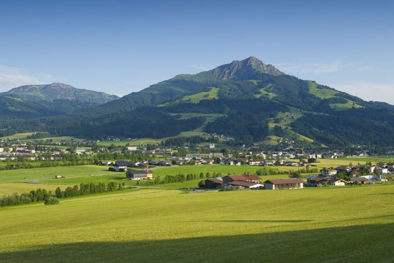 Unten im Tal liegt St. Johann in Tirol (Credit: Region St. Johann in Tirol / Franz Gerdl)