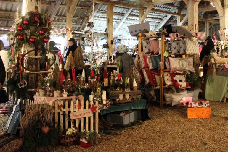 Die Scheunen von Gut Basthorst werden zur Kulisse für den Weihnachsmarkt