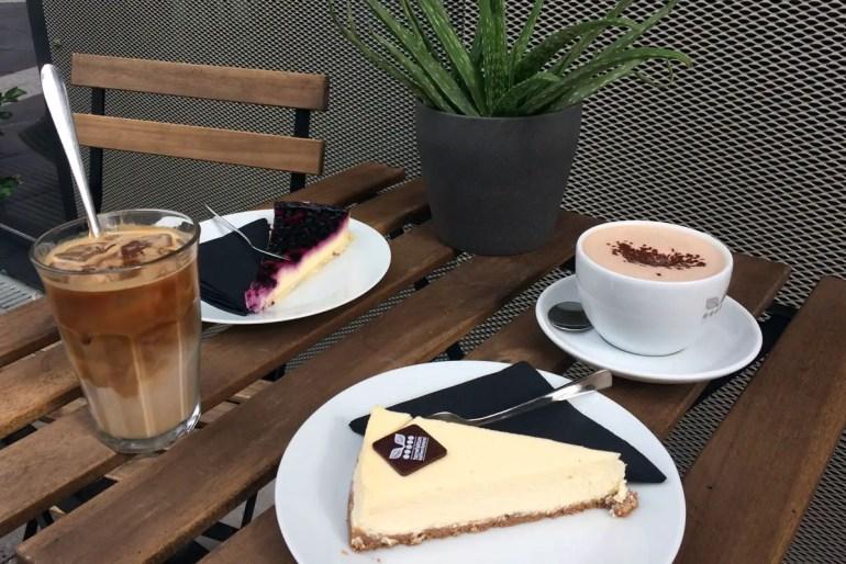 Im Torrefaktum gibt's zum herrvorragenden Kaffee genauso leckeren Kuchen