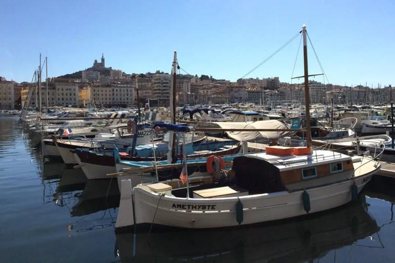 Auch die Hafenstadt Marseille bietet sich an für einen Städtetrip im Frühling